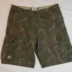 Levis cargo camp shorts size waist: 40inches